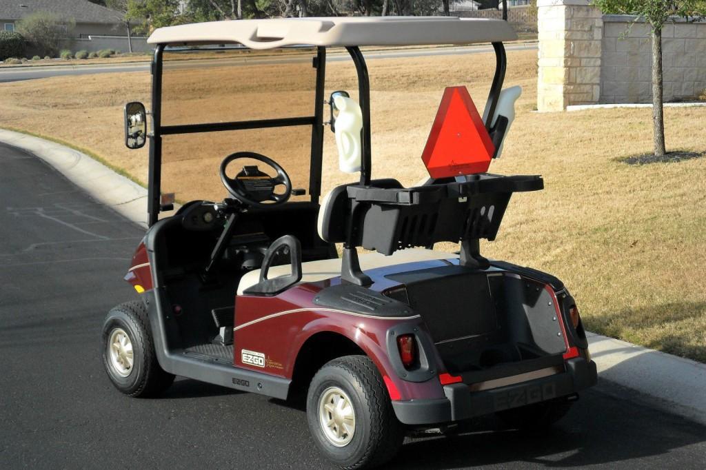 2011 EZGO RXV 48 VOLT ELEC GOLF CART
