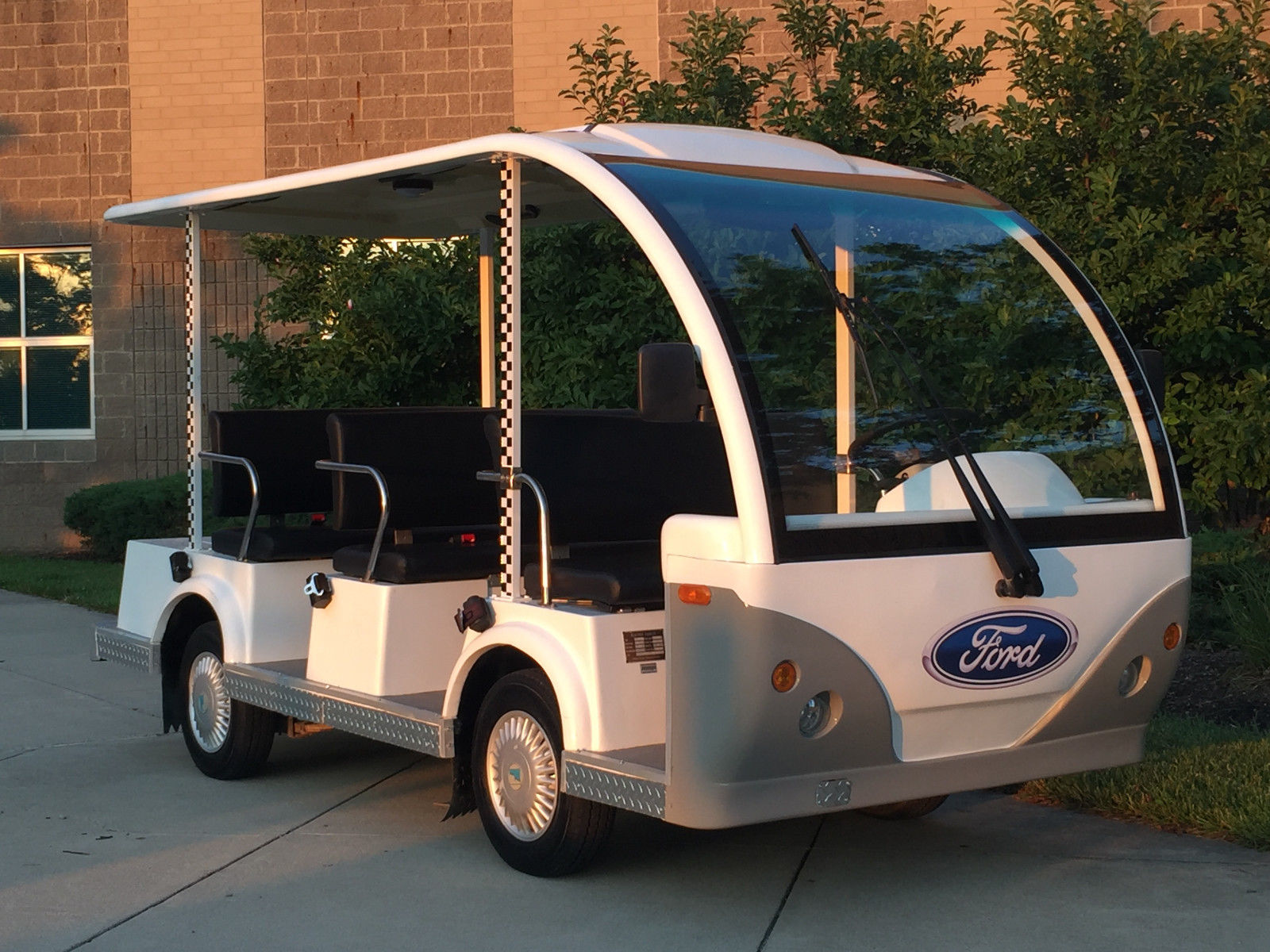8 passenger 2009 ford think 48 volt electric shuttle golf for Motorized carts for sale