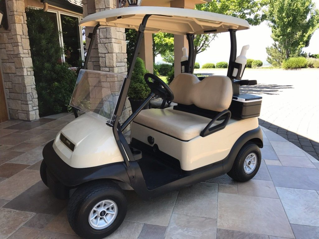 great condition 2014 Club Car Precedent Golf Cart