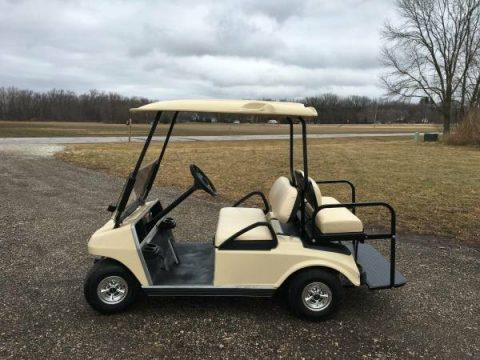 very good condition 2006 Club Car DS Golf Cart for sale