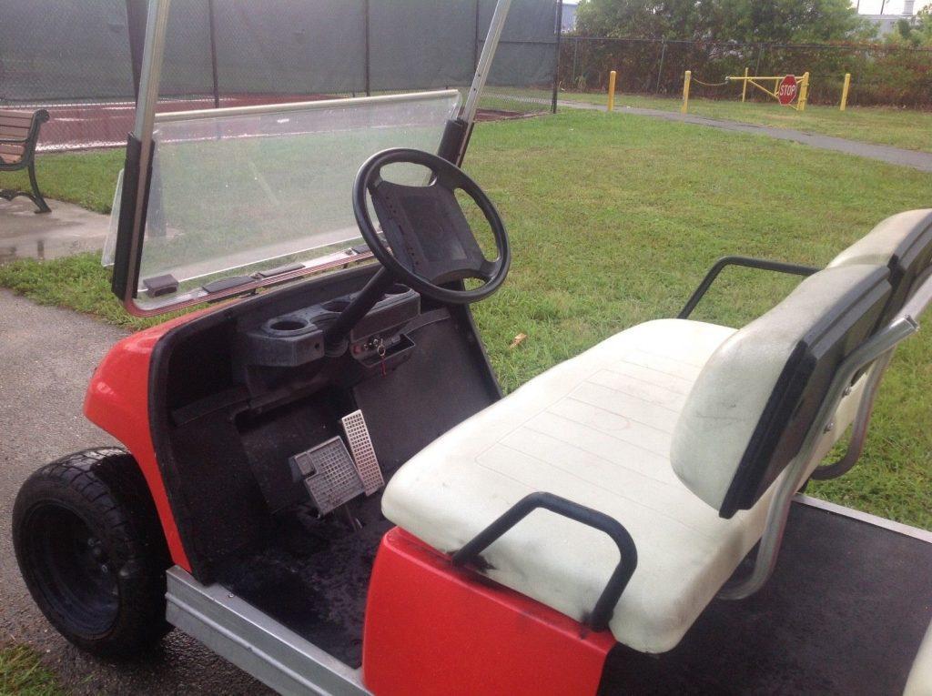 lifted 2006 Yamaha 6 Passenger limo golf cart