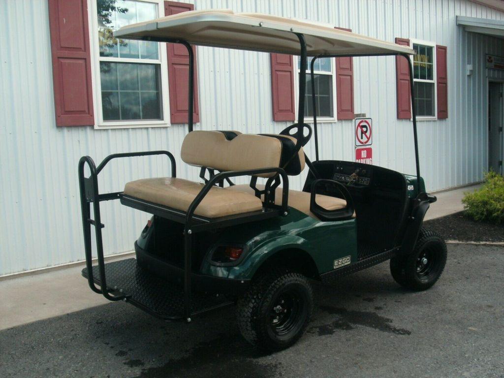 very nice 2018 EZGO Express S4 golf cart